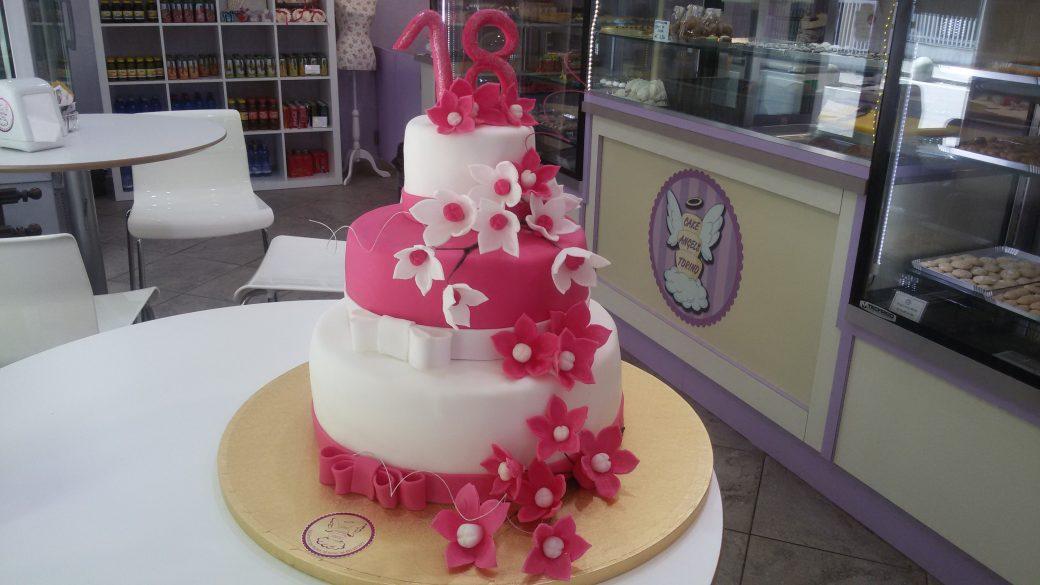 Torte per i 18 anni cake angels for Torte per 18 anni maschile