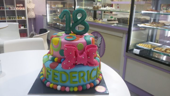 Torte 18 anni cake angels for Piani di piantagione hawaiana